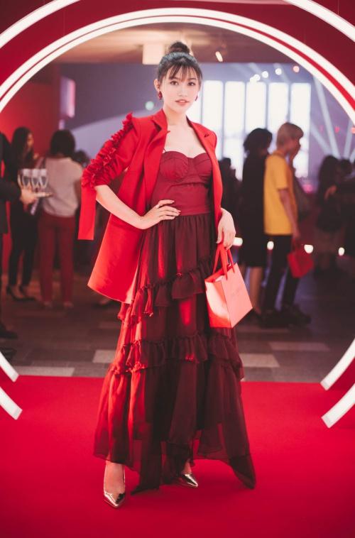 Chế Nguyễn Quỳnh Châu vừa tham gia một sự kiện làm đẹp tại Nhật Bản. Cô là đại diện duy nhất của Việt Nam có mặt ở sự kiện này. Sự kiện còn quy tụ nhiều gương có sức ảnh hưởng trong giới trẻ và làng giải trí châu Á.