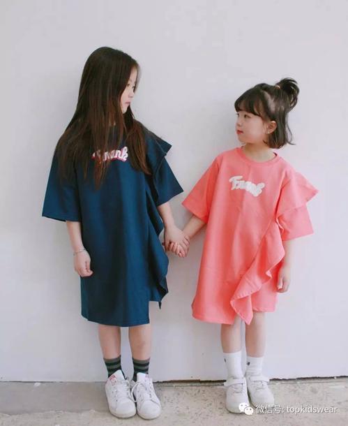 Cô chị Eun Ha luôn chứng minh độ trưởng thành qua những trang phục cá tính và siêu swag cùng gương mặt điềm tĩnh và mái tóc dài ra dáng thiếu nữ.