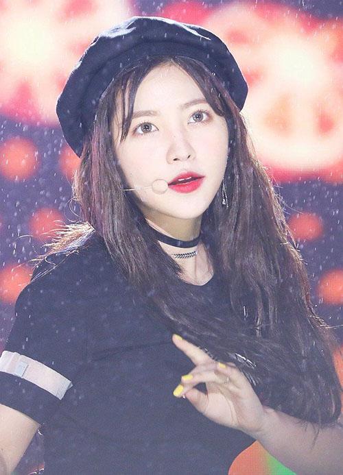 Bất chấp những tranh cãi về thái độ, Yeri vẫn luôn là cây hút fan của nhóm. Em út của Red Velvet có nhiều fan noona, những người sẵn sàng bảo vệ cô bé khỏi anti fan.