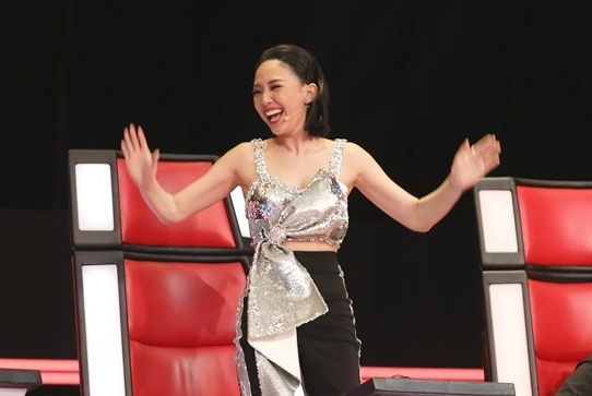 Tóc Tiên có đặc sản nụ cười tại Giọng hát Việt.