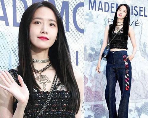 Tại nhiều sự kiện, Yoon Ah đột phá với kiểu phong cách độc, lạ, ấn tượng hơn so với khi đứng trên sân khấu.