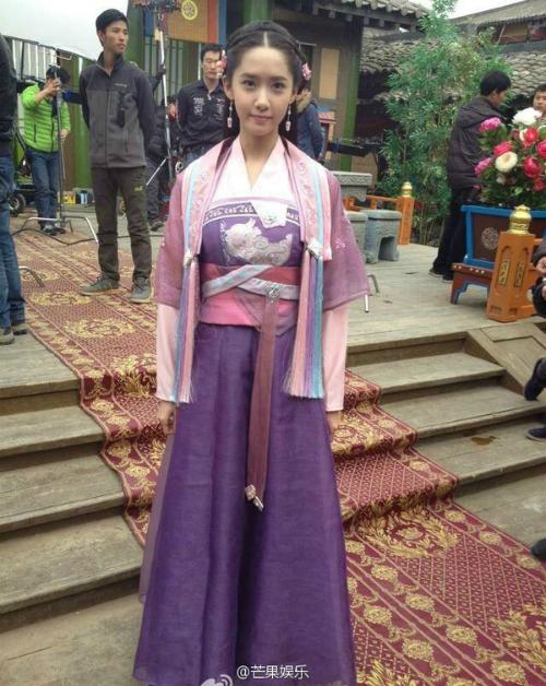 Tạo hình sến sẩm khiến Yoon Ah bị chê khi đóng phim.