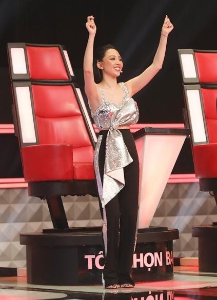 Một Tóc Tiên đa sắc màu khi ngồi ghế HLV cuộc thi ca hát.