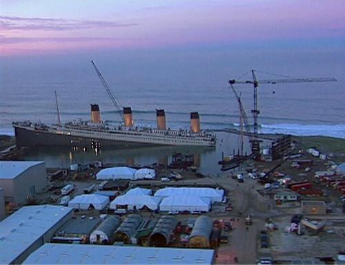 Phim trường khủng lồ của Titanic.
