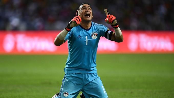 """<p> Cầu thủ lớn tuổi nhất thuộc về thủ thành Essam El-Hadary của ĐT Ai Cập, năm nay đã 45 tuổi. """"Dừ"""" nhất song đây là lần đầu tiên """"cây trường sinh"""" của thế giới bóng đá tham dự World Cup. Theo sau anh là tiền vệ Rafa Marquez của Mexico năm nay 39 tuổi. Nếu được ra sân ở Nga, anh sẽ trở thành cầu thủ già nhất trong lịch sử thi đấu World Cup.</p>"""