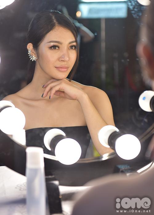 Nhiều thí sinh tham gia The Face là những người đẹp từng có tiếng tăm ở các cuộc thi sắc đẹp khác hoặc phủ sóng những bộ ảnh thời trang. Đây là lần đầu tiên khán giả có cơ hội ngắm nhìn dung nhan thật của họ.