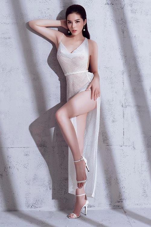 Hoa hậu Việt Nam 2014 cũng phô diễn những cách tạo dáng quyến rũ tôn đường cong cơ thể, tuy nhiên tạo nên ý kiến trái chiều. Không ít người cho rằng trang phục mặc như không của Kỳ Duyên có phần khoe thân phản cảm.