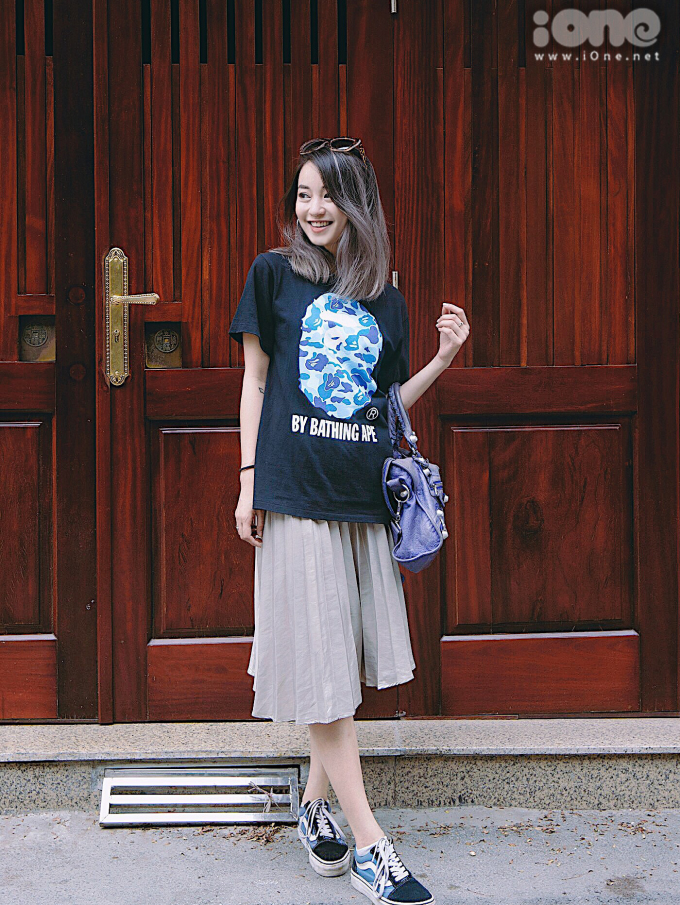 <p> Mi Vân sinh năm 1988, là nhan sắc đình đám trong các hot girl Hà thành thế hệ đầu tiên. Đã lâu không tham gia các hoạt động nghệ thuật nhưng Mi Vân vẫn giữ được vẻ trẻ trung không kém cạnh các đàn em.</p>
