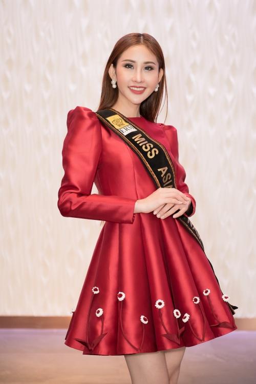 Người mẫu Chi Nguyễn.