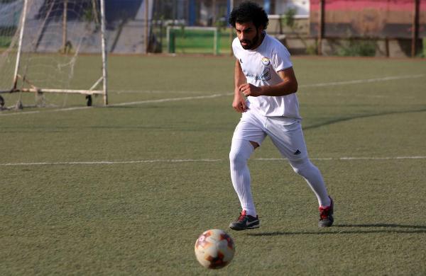 Chúng tôi chơi ở vị trí tương tự và tôi đang học theo cách di chuyển, dứt điểm và mọi thứ của anh ấy. Salah cầu nguyện trước mỗi trận đấu, tôi cũng thế, Ali chia sẻ trên The Sun.