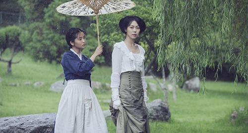 Mối quan hệ giữa hai cô gái trong phim đem lại nhiều bất ngờ.