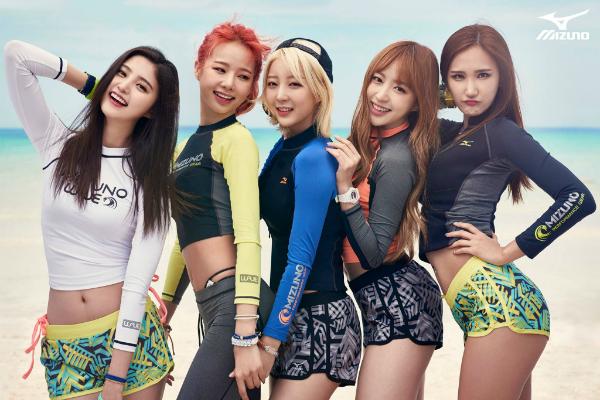 Sol Ji (thứ hai từ trái sang) là giọng ca chính của nhóm nhạc đình đám xứ Hàn EXID.