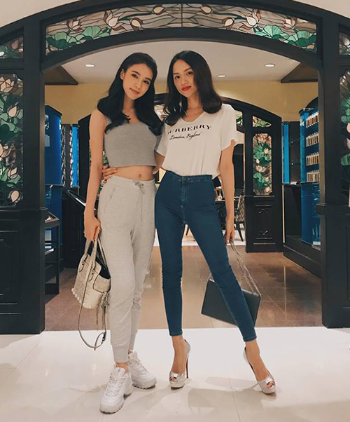 Hương Giang và cô bạn thân Á hậu chuyển giới quốc tế mỗi người một phong cách đối lập khi hội ngộ.