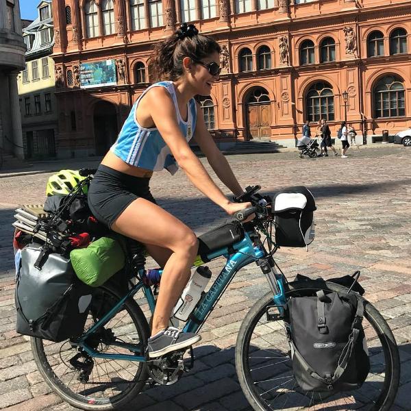 Phương tiện di chuyểncủa Murua trong trung tâmlà chiếc xe đạp, và đi nhờ những chuyến xe tải đường dài.