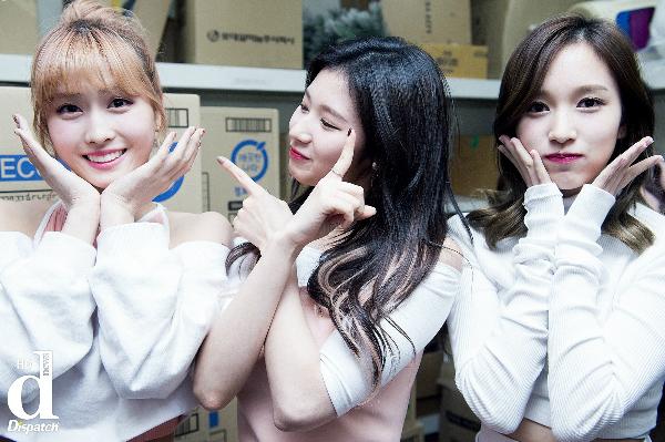 Ba thành viên người Nhật của Twice: (từ trái qua) Momo, Sana và Mina.