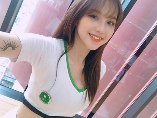 Dàn hot girl Việt gợi cảm cổ vũ cho World Cup 2018 - 9