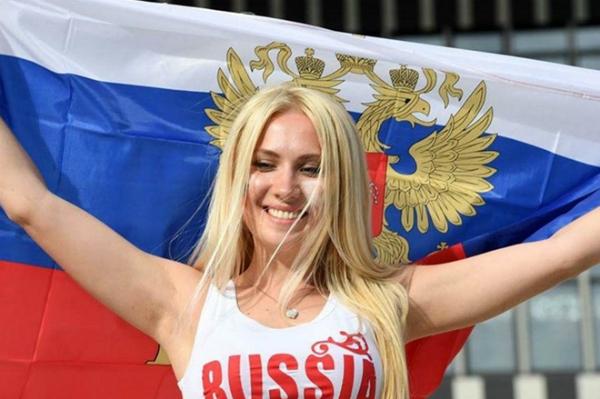 Tuy nhiên, giữa các cô gái có điểm chung là tình yêu với môn thể thao vua và niềm hâm mộ dành cho ĐTQG của họ.