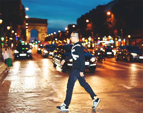 Vũ Khắc Tiệp cool ngầu trên đường phố Milan rực rỡ ánh đèn.