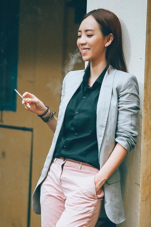 Thu Trang chia sẻ: Thập Tam Muội là một sản phẩm do công ty của Trang tự đầu tư sản xuất 100%, thay vì là đồng sản xuất như các sản phẩm trước. Từ sau Tết đến giờ, tôi tập trung nhiều vào mảng kinh doanh và dành thời gian nghỉ ngơi. Giờ cũng đến lúc tôi trở lại, để phục vụ các khán giả mến mộ mình bằng các sản phẩm nghệ thuật.