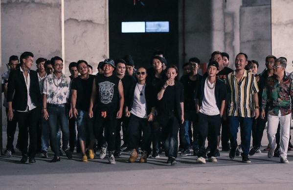 Để tăng thêm màu sắc phóng khoáng cho bộ phim, Thu Trang bắt tay với bộ đôi Huỳnh James và Pinboys - chủ nhân của nhiều bản hit như Quăng tao cái boong Mình cưới nhau đi. Tập đầu tiên trong series 3 phần của Thập tam muội sẽ lên sóng ngày 22/6.