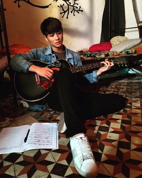 Avin Lu học nhảy nhưng có niềm đam mê lớn với âm nhạc.
