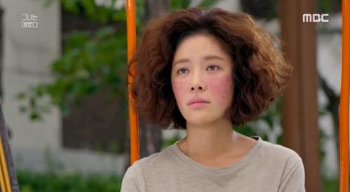 Những màn trang điểm thảm họa khiến khán giả cười xỉu trong phim Hàn