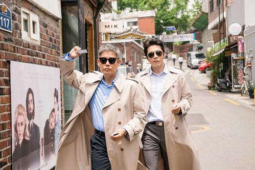 Phim của Hươu cao cổ Lee Kwang Soo còn vượt cả doanh thu bom tấn Hollywood