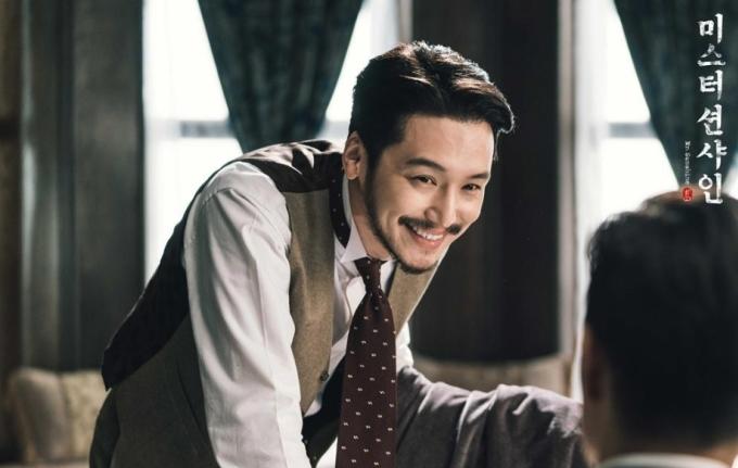<p> Kim Hee Sung (Byun Yo Han) là vị hôn phu được đính ước từ năm 15 tuổi của nữ chính Go Ae Shin. Đây là nhân vật dịu dàng, hài hước và phong lưu đúng chất quý tộc.</p>