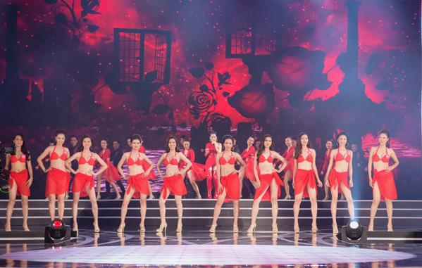 Chung khảo phía Nam của Hoa hậu Việt Nam 2018 diễn ra tối 23/6 tại Quy Nhơn với sự tham gia tranh tài của 30 thí sinh. Trải qua các phần thi trình diễn áo dài, bikini và trang phục dạ hội, BGK đã chọn ra được 19 gương mặt xuất sắc bước tiếp vào vòng chung kết toàn quốc.