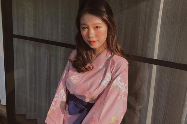 Khác với cô bạn thân Quỳnh Anh Shyn, Mẫn Tiên lại có lối làm đẹp đối lập hoàn toàn, thiên về phong cách châu Á trẻ trung, ngọt ngào như kẹo.