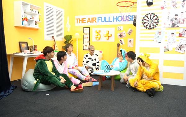 Tối qua (ngày 22/6), các chàng trai của nhóm Monstar cùng tham gia chương trình 5+ The Air Full House tập 4.
