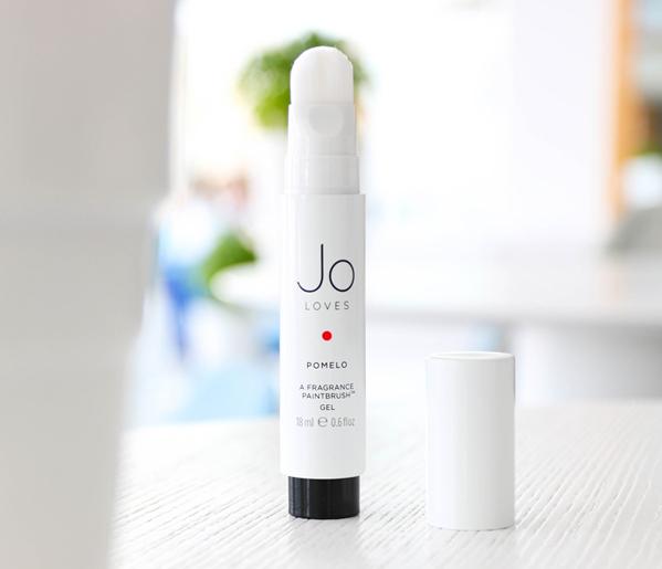 Thực tế nước hoa dạng cọ không phải là phát minh làm đẹp quá mới. Bạn cũng có thể tìm đến các sản phẩm cao cấp hơn như Jo Loves của Jo Malone...