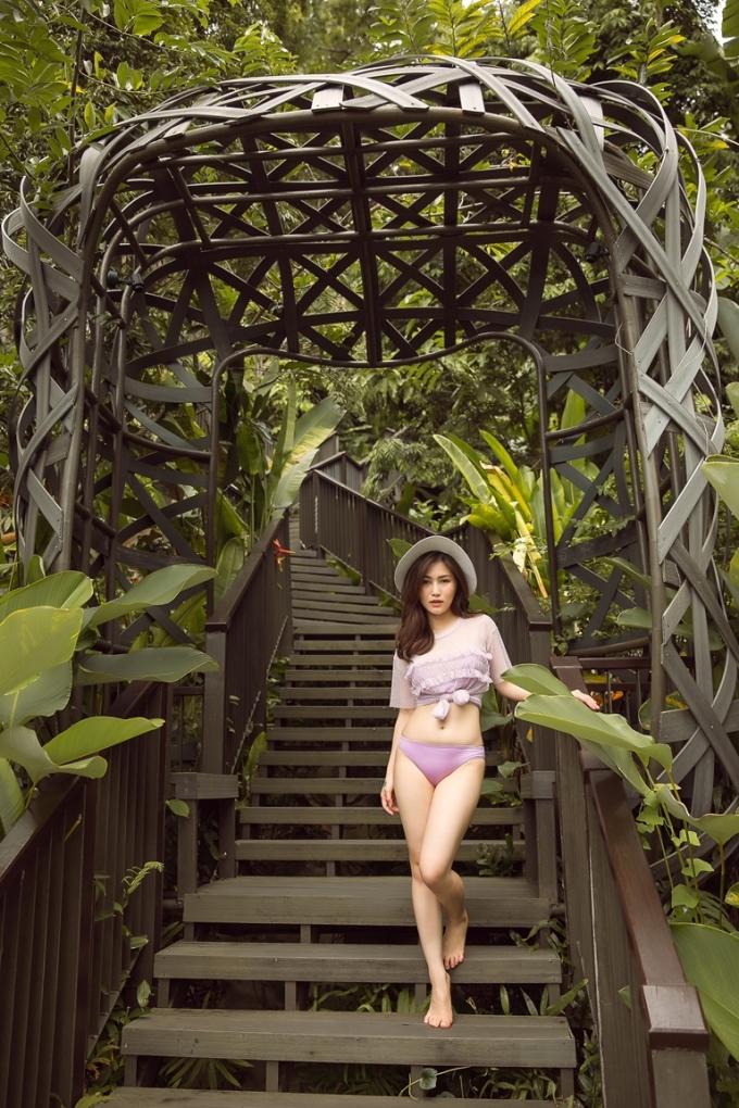 <p> Phong cảnh nên thơ ở Thái Lan làm nền cho cô nàng thêm phần cuốn hút.</p>