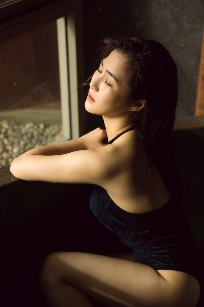 Hương Tràm sexy ở tuổi 23