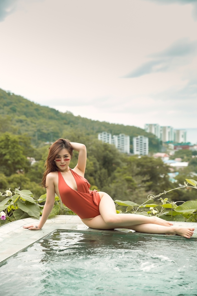 <p> Những hình ảnh mới được Hương Tràm thực hiện tại Thái Lan. Đây là loạt ảnh đánh dấu sự trưởng thành của nữ ca sĩ vào dịp sinh nhật 23 tuổi vừa qua.</p>