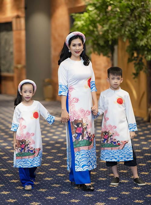 Cuối tuần qua, Hoa hậu Ngọc Hân đã giới thiệu bộ sưu tập thời trang mới có tên Cổ tích Việt Nam trong một chương trình thiện nguyện, nhằm gây quỹ mổ tim cho những em nhỏ không may mắc bệnh tim.