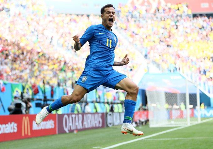 """<p> <strong>Philippe Coutinho (Brazil): </strong>Trong khi nhiều người kỳ vọng """"Tiểu Pele"""" Neymar sẽ tỏa sáng để đưa con tàu Brazil qua lại đúng đường ray chiến thắng thì cầu thủ đắt giá nhất hành tinh vẫn chưa để lại dấu ấn gì ngoài những tình huống bị cầu thủ đối phương triệt hạ. Phút 90 trận đấu với Costa Rica, tưởng như Brazil tiếp tục màn thể hiện thiếu thuyết phục thì Coutinho như """"ở dưới đất chui lên"""" đón đường chuyền từ Firmino, dứt điểm tinh tế khai thông bế tắc cho Brazil, khiến cả cầu trường vỡ òa. Thật không quá khi nói rằng, chính Coutinho mới là chìa khóa chiến thắng của Brazil khi cầu thủ thuộc biên chế của Barca đã đóng góp 2/3 bàn sau 2 lượt trận cho Selecao.</p>"""