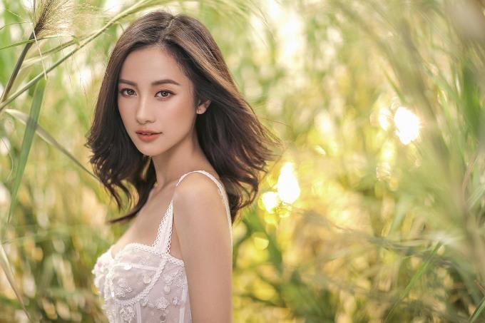<p> Từng là người mẫu cho nhiều thương hiệu thời trang tại Thái, cái tên Jun Vũ khi về Việt Nam gây được nhiều chú ý. Gần đây, cô xuất hiện dày đặc trong các MV và tham gia những dự án điện ảnh gây được tiếng vang như <em>12 chòm sao: Vẽ đường cho yêu chạy</em>, <em>Tháng năm rực rỡ</em>.</p>