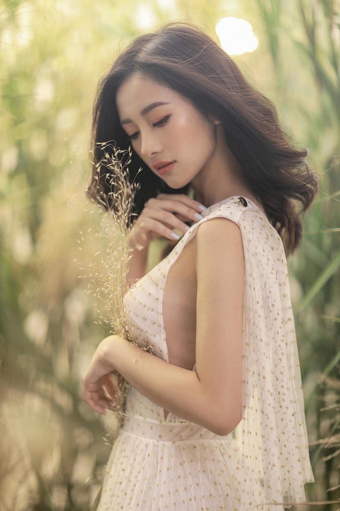 Jun Vũ gây ngẩn ngơ với vẻ đẹp mong manh