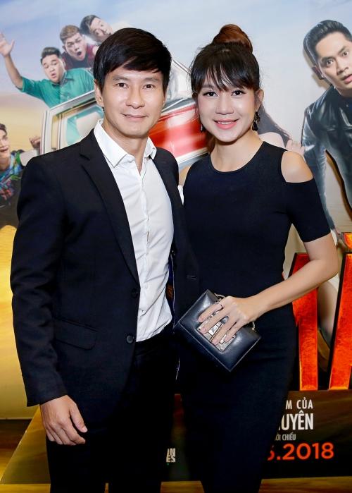 Lý Hải - Minh Hà tình tứ chúc mừng đoàn phim Lộ mặt - 2