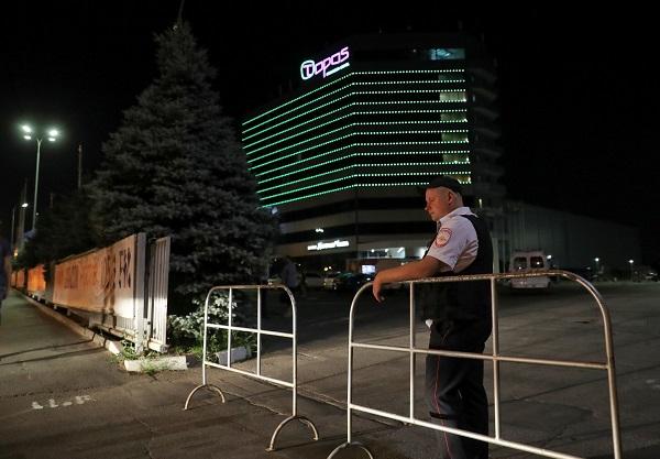 Cảnh sát đã sơ tán người dân khỏi khách sạn Topos, Rostov.