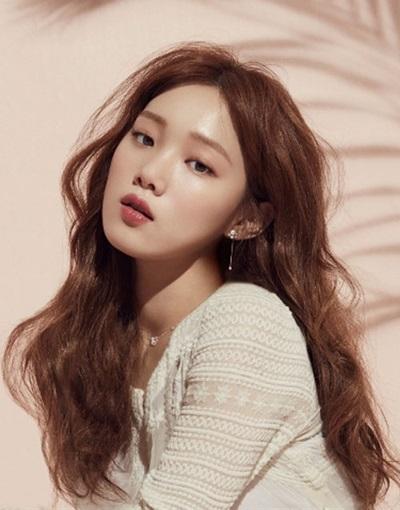 Fan thông thái có biết sao nữ Hàn này là ai? - 10