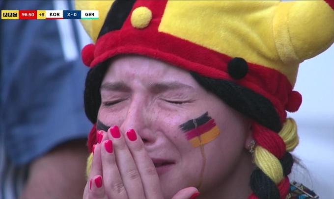 <p> Các fan Đức rơi nước mắt.</p>