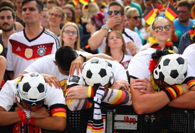 <p> Đêm qua (27/6, giờ Hà Nội), đội tuyển Đức gặp Hàn Quốc trong khuôn khổ lượt trận cuối tại bảng F, World Cup 2018. Ở trận đấu này, nhà đương kim vô địch đã bị đánh bại 0-2 bởi Hàn Quốc - bị loại ở vòng đầu tiên.</p>