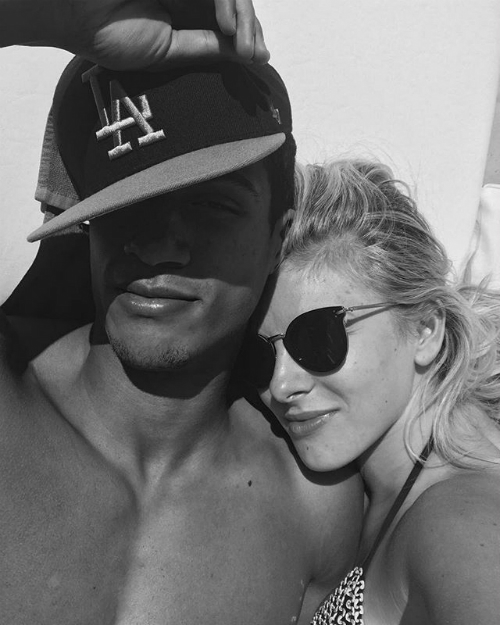 Cũng giống vợ, Raphael Varane dường như yêu thích sự riêng tư nên những hình ảnh về đời tư gia đình anh không xuất hiện quá nhiều trên Instagram dù có tới 8,9 triệu người luôn theo dõi anh.