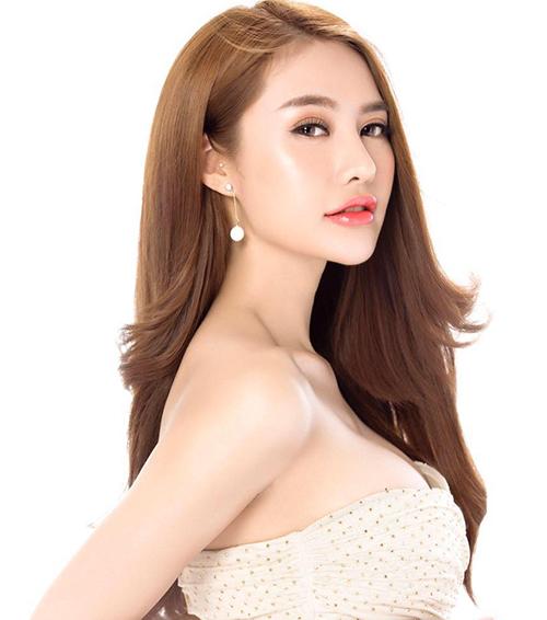 Trải qua nhiều lần dao kéo, gương mặt của Linh Chi ngày càng khác biệt.