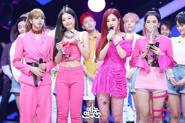Hình thể và nhan sắc của Black Pink trở thành đề tài hot khi nhóm