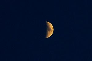 Trắc nghiệm: Vạch trần tâm tư trong bạn với hình ảnh mặt trăng