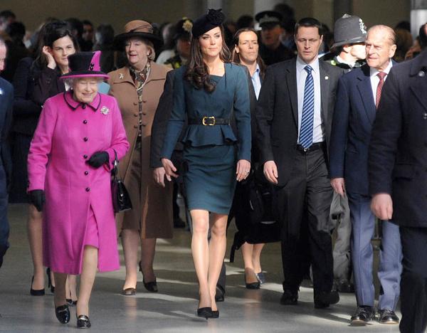 Kate Middleston và Nữ hoàng tại nhà ga St Pancras.