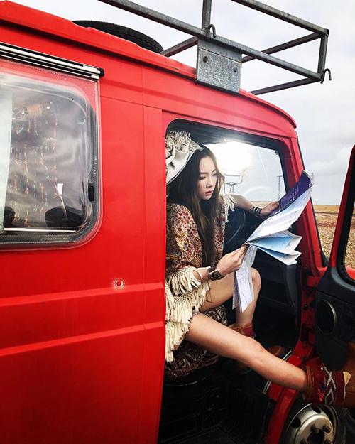 Tae Yeon tự quảng bá MV mới bằng cách tung loạt ảnh hậu trường đẹp lung linh trên trang cá nhân.